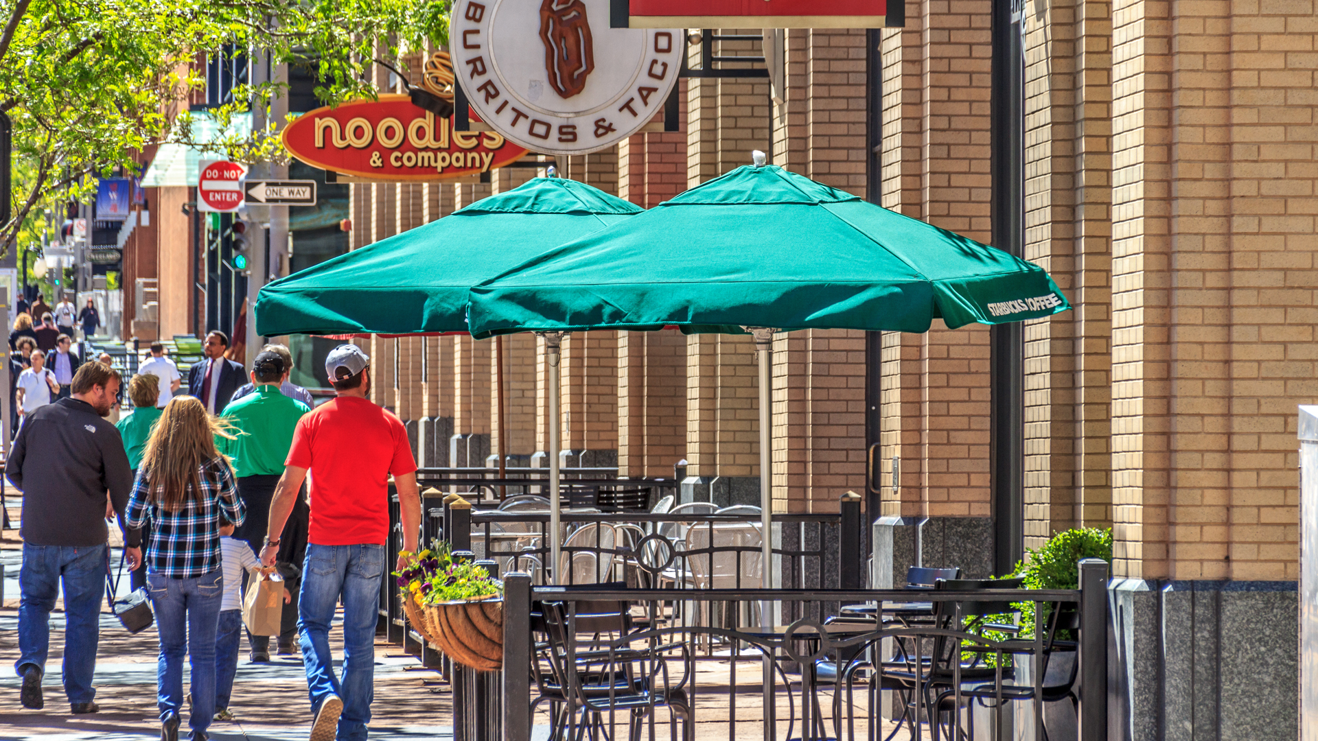 <p>In the heart of pedestrian friendly Lodo, 16 Market Square's 25,000 square feet of ground-level retail space reconnected the rising Lodo neighborhood to the traditional Central Business District along 16<sup>th</sup> street.</p>