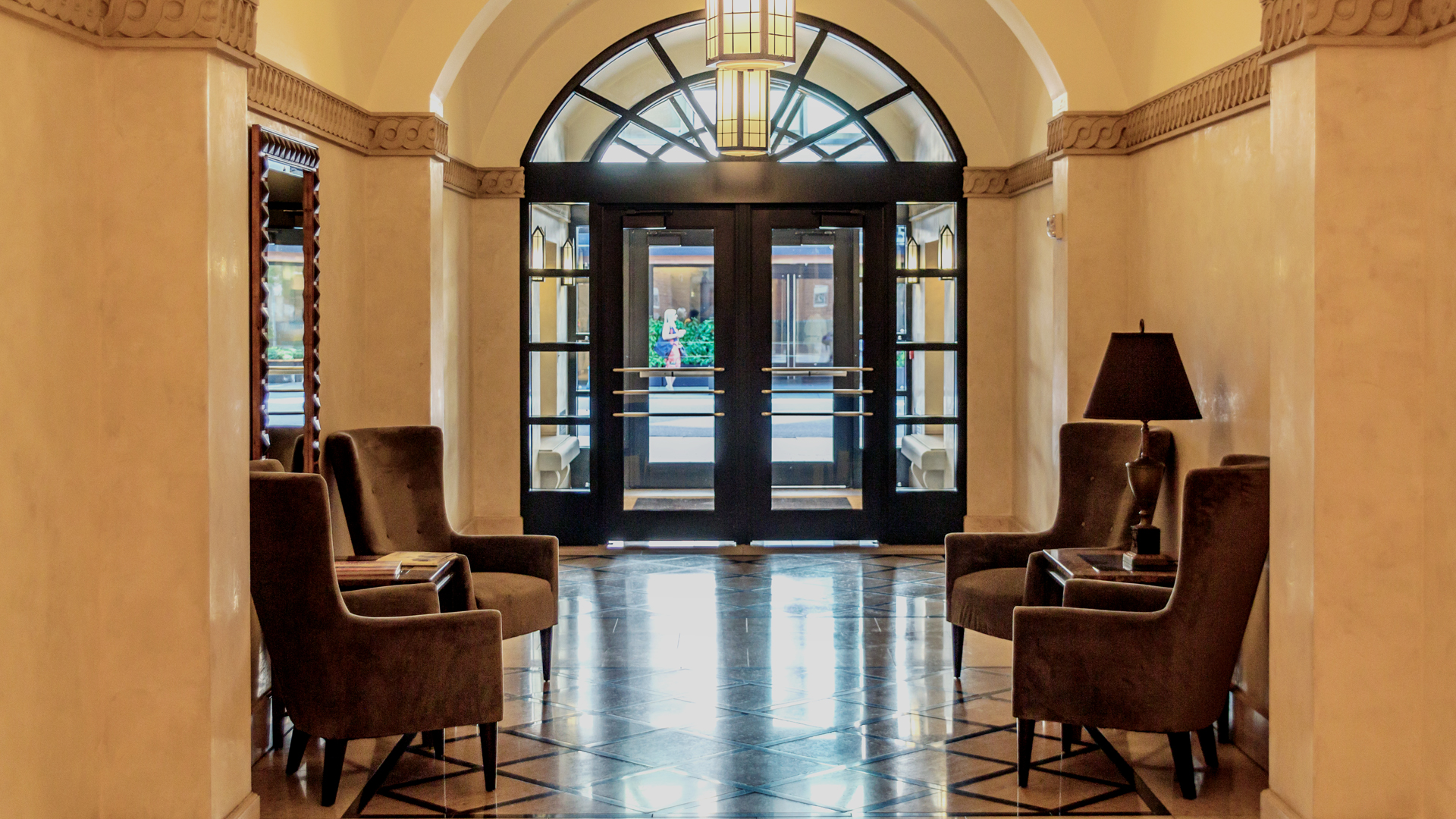 <p>Fifteen years after completion, 16 Market Square's 183,000 square feet of office space and 23 luxury residences continue to set the high water mark in the neighborhood.</p>