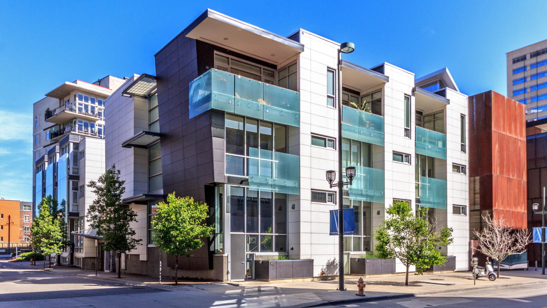 <p>With 13 upscale townhomes, the Museum of Contemporary Art and a 65-unit affordable housing project, The Art House project shares the same DNA as the museum itself.</p>