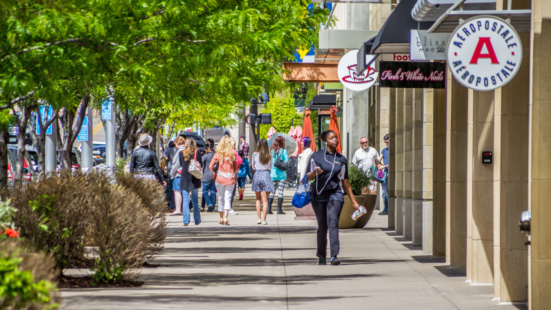 <p>Belmar features 726,000 square feet of top-tier retail centered on national favorites like Nordstrom Rack, Target, Whole Foods, Sur La Table, DSW and Victoria's Secret.</p>