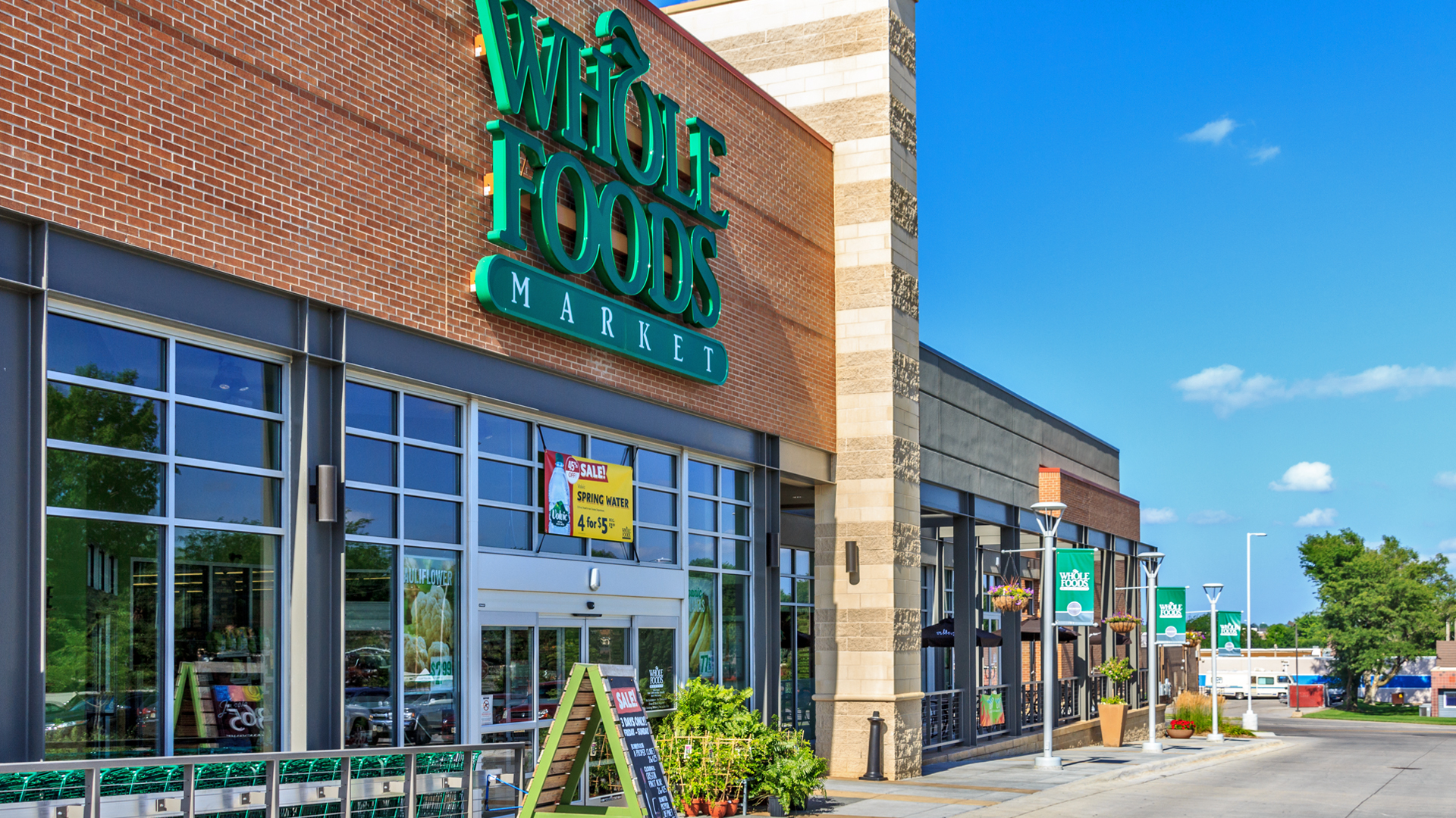 <p>Continuum brought in Lincoln's first Whole Foods Market to serve as the 30,000 square-foot high-end market anchor tenant.</p>
