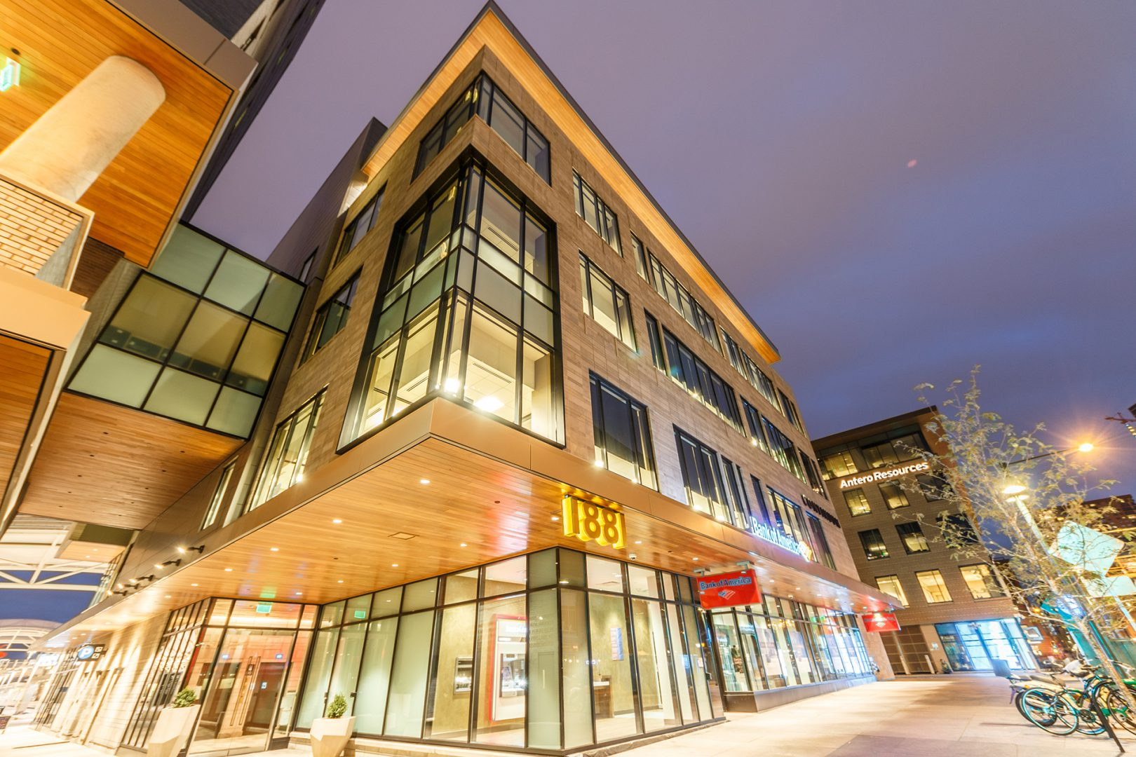 <p>This $120 million 4-star boutique hotel, office and retail complex makes the key pedestrian connection between the 16th Street Mall and the commuter train platforms.</p>