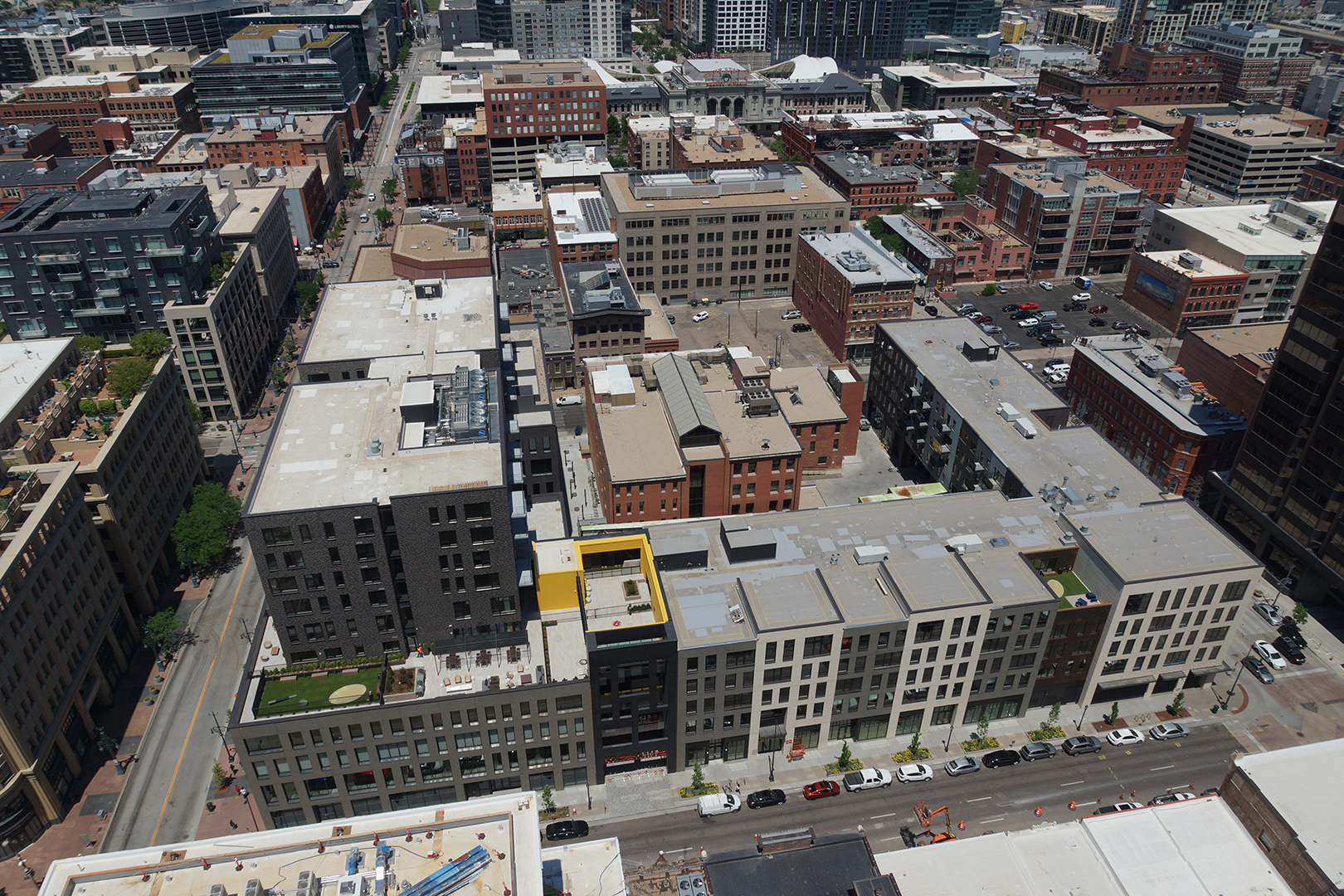 <p>A full city block of retail, residential, office, foodand beverage defined by 16<sup>th</sup>, 17<sup>th</sup>, Blake, and Market Streets providing an extraordinary alternative destination for the Lower Downtown District.</p>