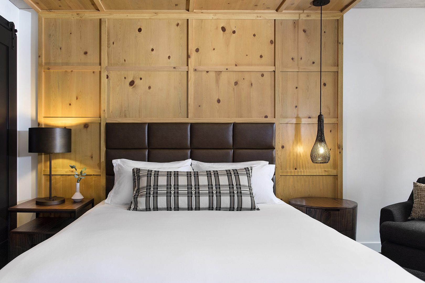 <p>Kimpton Hotel BORN<sup>®</sup>'s 200 guestrooms and suites have been thoughtfully designed with a contemporary Alpine aesthetic, a dedication to detail and understanding of what seasoned travelers desire most.</p>
